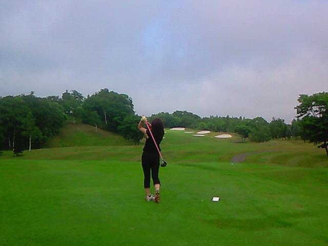 奥さん10年ぶりのゴルフ