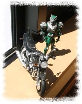 バイクとゾルダ