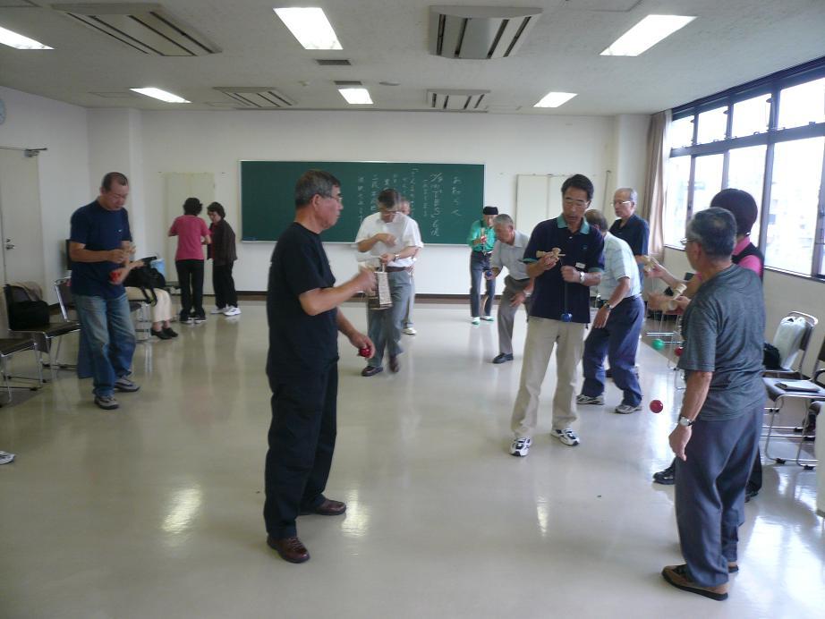 090921シニア各自の自由な練習.JPG