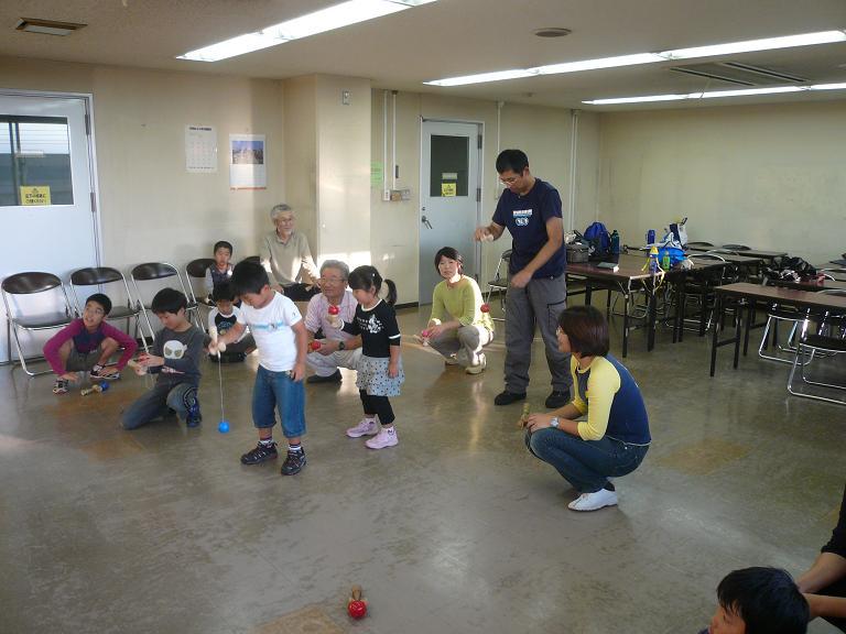 091010鎌ヶ谷けん玉ボーリングゲーム.JPG