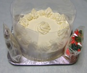 飾りつけ前のケーキ