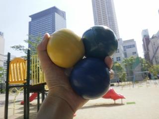 100503eh_juggling.jpg