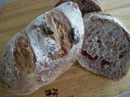 クルミとクランベリーのパン