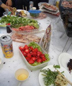 CIMG3908.ブログサラダに苺に野沢菜ご飯JPG.JPG