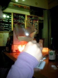 090314_2122~0001うさぎちゃん梅酒を飲む