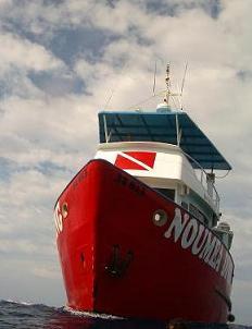 ニューカレドニア 船のお迎えはちょっと怖い・・・