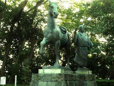 山内一豊の妻銅像 高知城