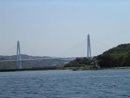 大島大橋と希望の像