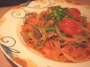 牛肉とフレッシュトマトのトマト生地のフィットチーネ
