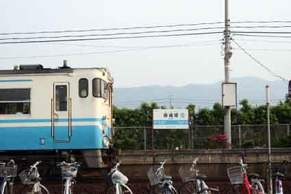 JR徳島線 麻植塚駅♪   すえドン♪...