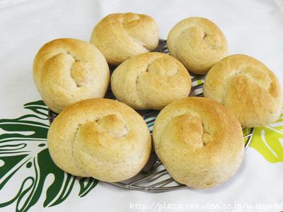 薄力粉と全粒粉のパン