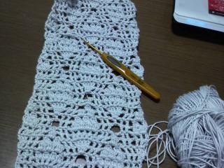 編みかけのストール