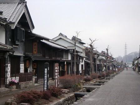 海野宿 でも保存されている古い家などの佇まいや、 道の脇を流れている用水路と ... ◆おそばを
