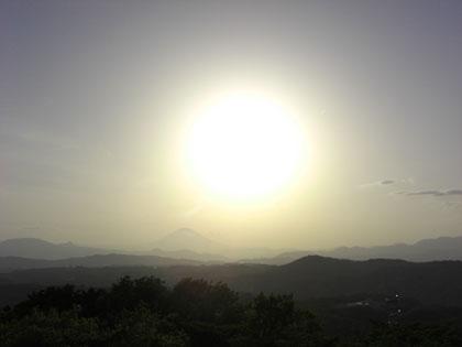 湘南平の富士と太陽