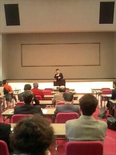 佐々木さん講演中。