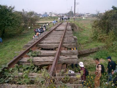 朽ちた鉄橋