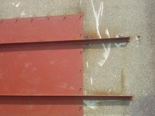 破壊された鉄板覆いが修復