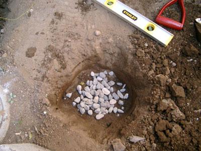 束石再度配置しなおし 基礎の砂利を敷く