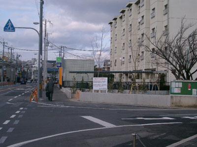 井高野駅の真上は住宅地