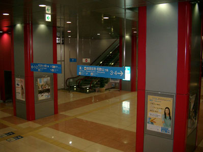 鶴ヶ丘駅コンコース
