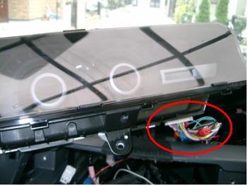 コンビネーションメータに接続されているH80コネクタ