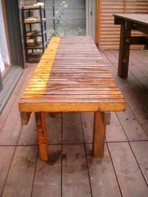 塗装した長椅子