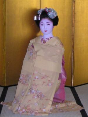 祇園小唄を舞う舞妓さん